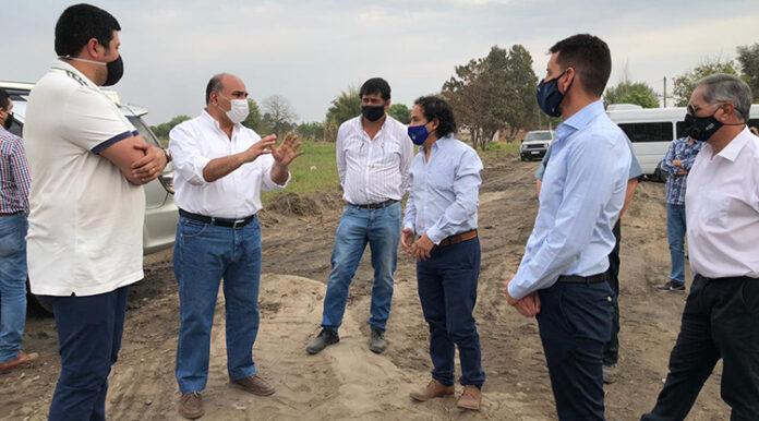 Villa Quinteros avanza con obras para evitar inundaciones y recibe asistencia social